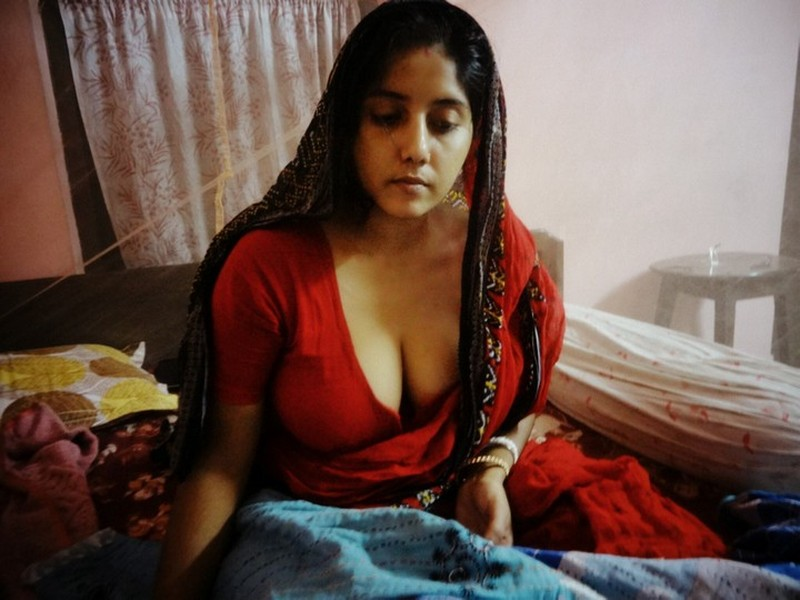 Srilankan hairy nude girls photos
