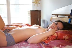 Yoko - In the Bed  76rtqsa6ie.jpg