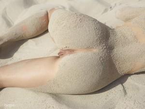 Jenna-Beach-Nudes-02-16-u6js1vtbzv.jpg