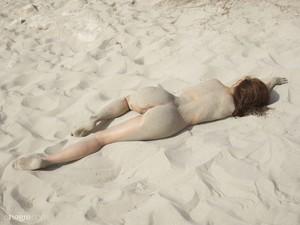 Jenna - Beach Nudes  f6rnsi8zfm.jpg