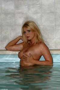 Kelly - Tropical Pool  i6rnj8ubhm.jpg