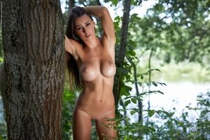 Laureen-Down-In-The-Woods--j6sj10q63f.jpg