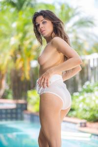 Kristy-Kern-Kristy-Tries-On-Bikinis--a6wcbk9cjf.jpg