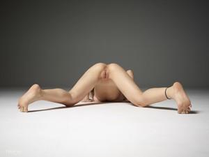 Ophelia-Nudes--26so3rcoe6.jpg