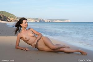 Lauren-So-Beautiful--x6tamf61cm.jpg