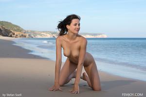 Lauren-So-Beautiful--q6tamf15pz.jpg