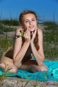 Elle-Beach-Day-With-A-Friend-2--q6ta5afaar.jpg