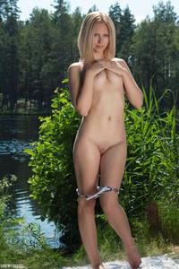 Emma-Embracing-Nature--16tekwuv4j.jpg