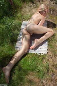Emma-Embracing-Nature--26telajscy.jpg