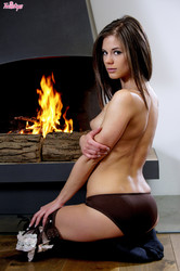 TW15TY5 - Caprice - Cozy By The Fire Place 66ofsqr7nr.jpg
